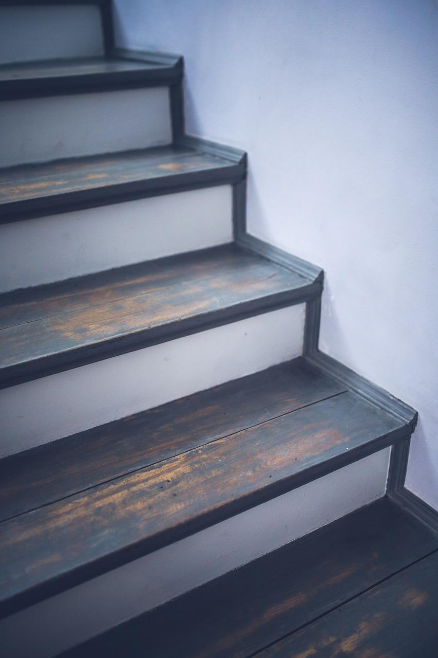 Schody w domu. Nakładki na schody drewniane, schody drewniane Warszawa