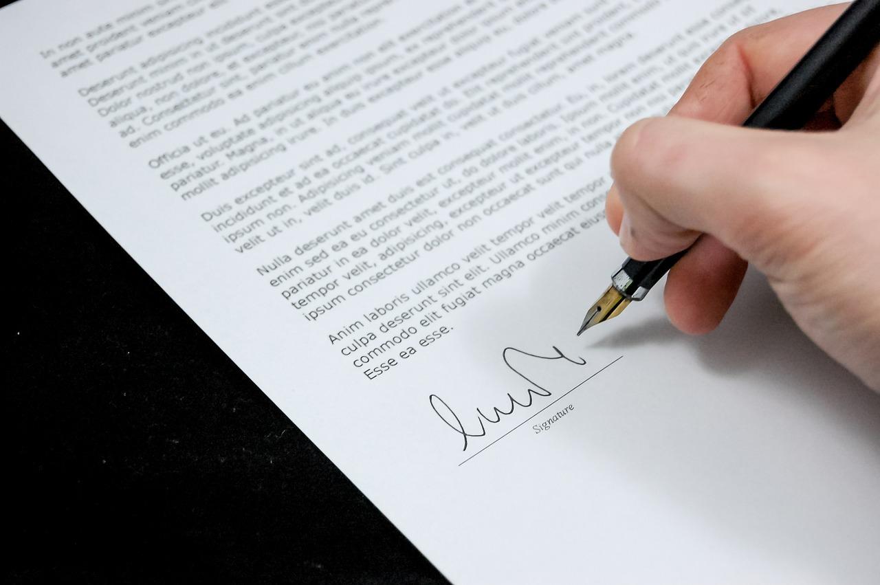 Jakie opłaty notarialne przy zakupie mieszkania?